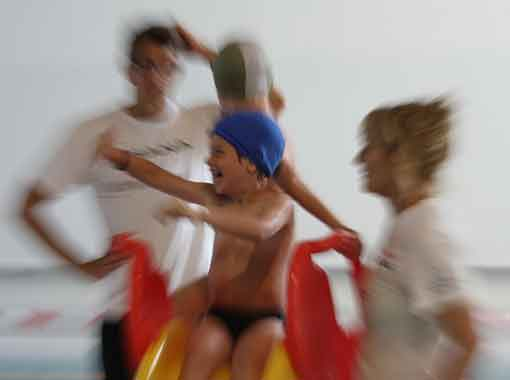 istruttori-corsi-bambini-piscina-valdobbiadene